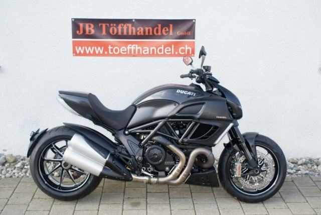 Ducati 1200 Diavel Carbon ABS